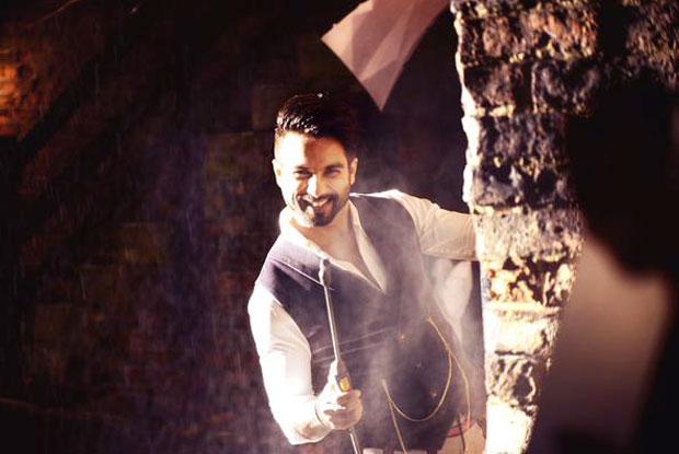 Shahid Kapoor in a 'Gulabo' song still from movie 'Shaandaar'