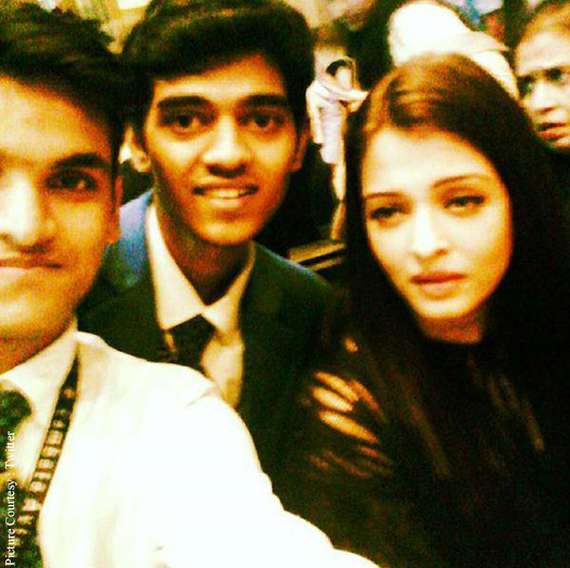 Aishwarya Rai Bachchan  spotted with fans at the Airport