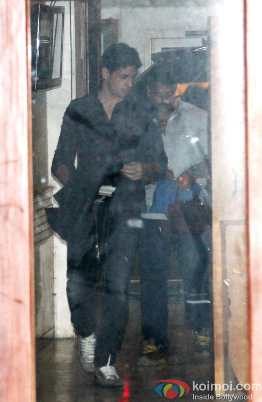 Sidharth Malhotra spotted at his residence