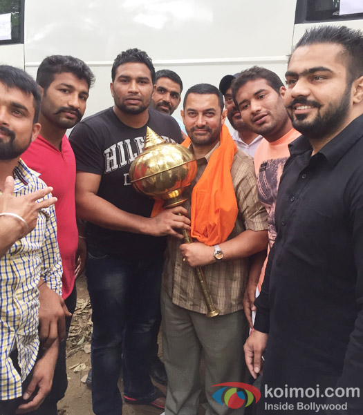 Local wrestlers presented a special golden gadaa to Aamir Khan while shooting Dangal in Ludhiana