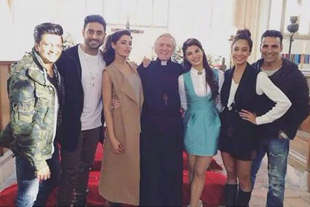 Lisa Haydon, Nargis Fakhri, Ritesh Deshmukh, jacqueline Fernandez and Akshay kumar on the sets of housefull 3