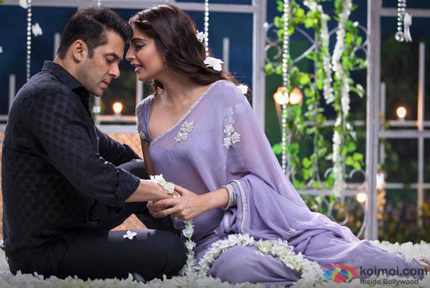 Salman Khan and Sonam Kapoor in 'Prem Ratan Dhan Payo' Movie Stills Pic 1