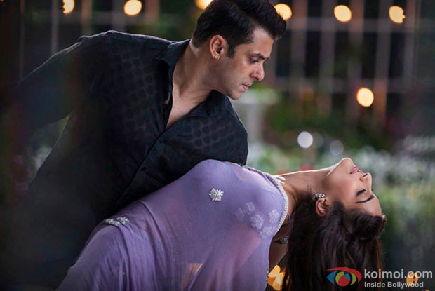 Salman Khan and Sonam Kapoor in 'Prem Ratan Dhan Payo' Movie Stills Pic 3