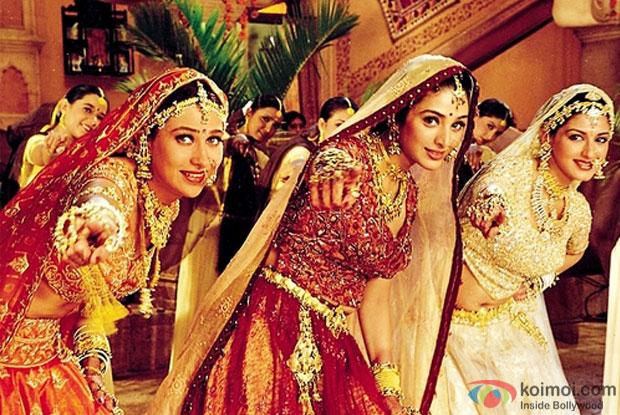 Karisma Kapoor,Tabu and Sonali Bendre in Hum Saath Saath Hain