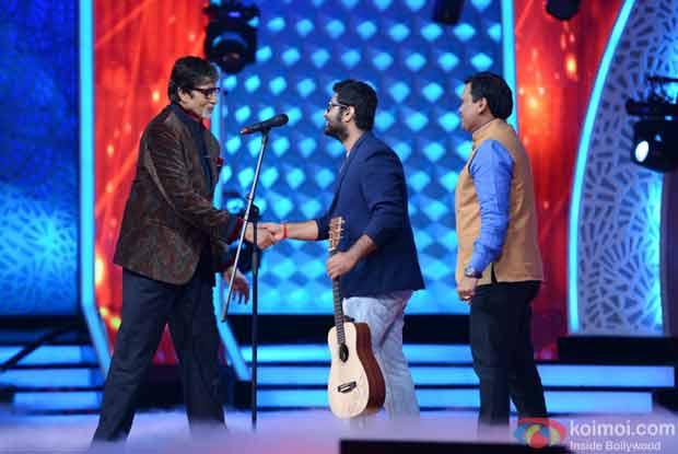 Amitabh bachchan and Arijit Singh during the first look launch of Aaj Ki Raat Hai Zindagi