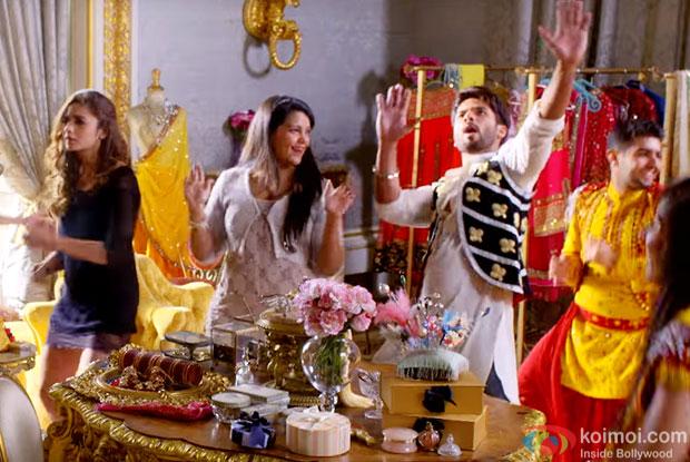 Alia Bhatt and Shahid Kapoor in a still from 'Shaandaar'