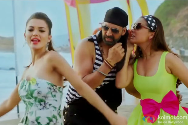 Amy Jackson, Akshay Kumar and Lara Dutta in a still from movie 'Singh Is Bliing'
