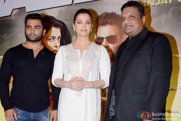 Sanjay Gupta Aishwarya Rai bachchan and Sachin Joshi during the Special Screening of movie Jazbaa