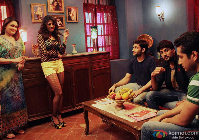 Paoli Dam and Parambrata Chatterjee in Yaara Silly Silly Movie Stills Pic 4