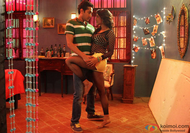 Parambrata Chatterjee and Paoli Dam in Yaara Silly Silly Movie Stills Pic 1