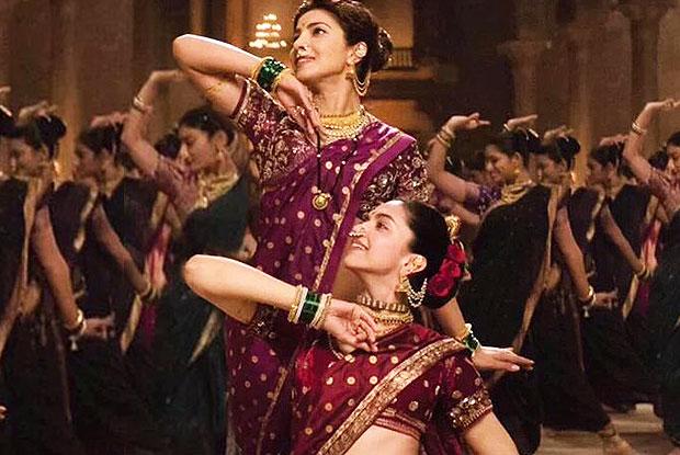 Priyanka chopra and Deepika Padukone in stills from movie Bajirao Mastani