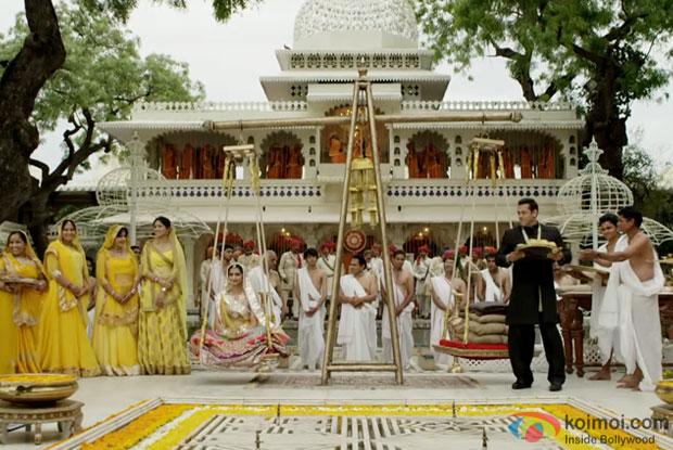 Sonam Kapoor and Salman Khan on location of 'Prem Ratan Dhan Payo'