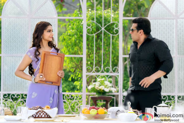 Sonam Kapoor and Salman Khan in a still from 'Prem Ratan Dhan Payo'