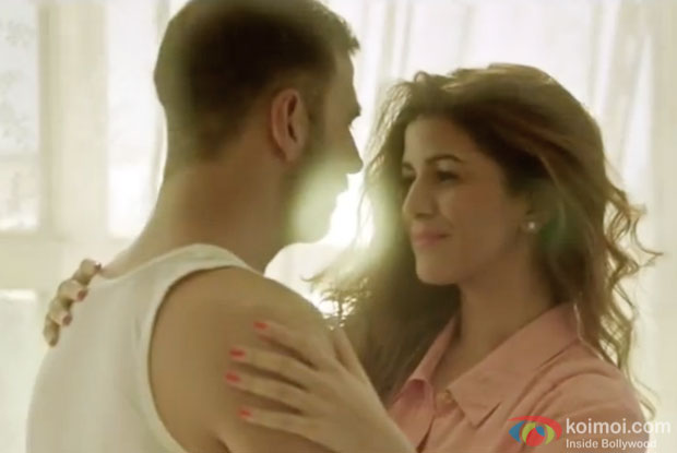 Akshay Kumar and Nimrat Kaur in a still from 'Airlift'