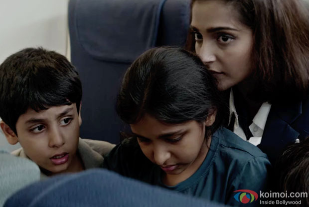 Sonam Kapoor in a 'Aisa Kyun Maa' song still from 'Neerja'
