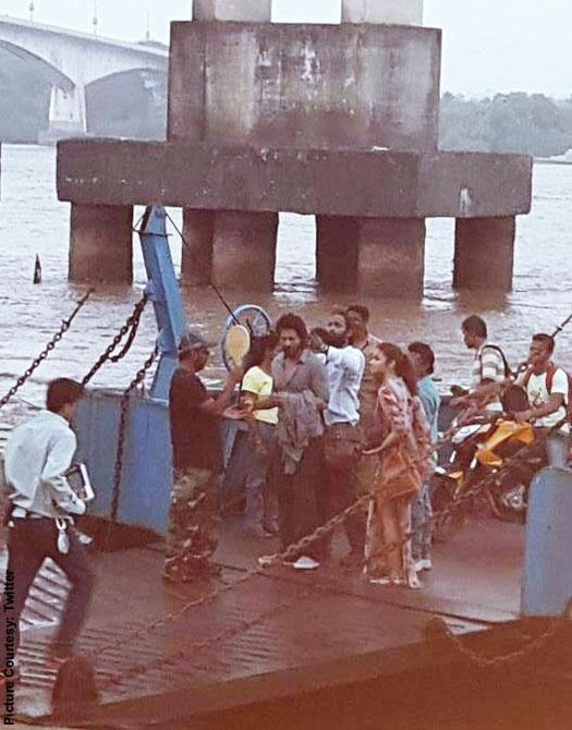 Shah Rukh Khan & Alia Bhatt Spotted Together In Goa