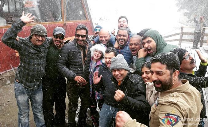 Shivaay Shoot : Ajay Devgn & His Team Enjoy Snowfall In Bulgaria