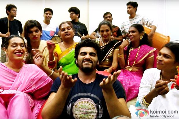Arjun Kapoor Sings 'Hil Pori Hila' With The Famous Transgender Singers