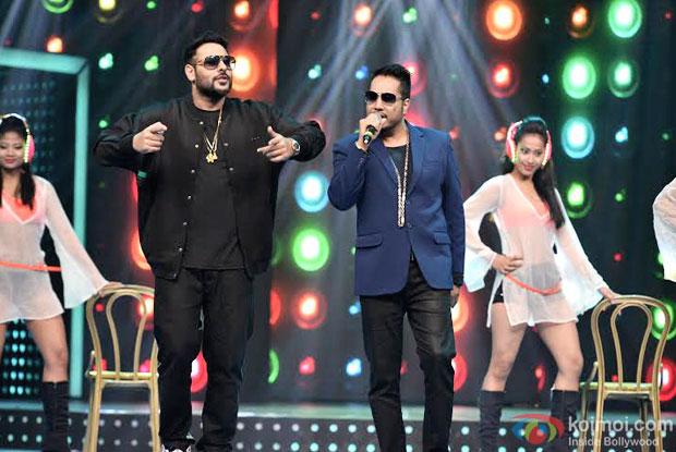 Badshah and Mika Singh performing at 8th Mirchi Music Awards