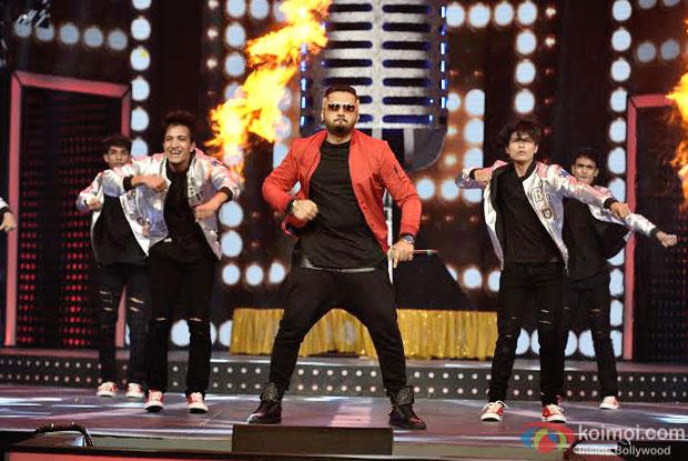 Yo Yo Honey Singh performing at 8th Mirchi Music Awards