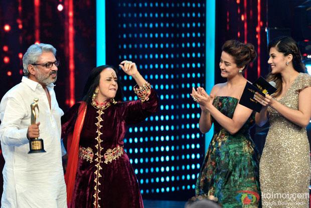 Sanjay Leela Bhansali, Ila Arun, Surveen Chawla and Tapsee Pannu at 8th Mirchi Music Awards