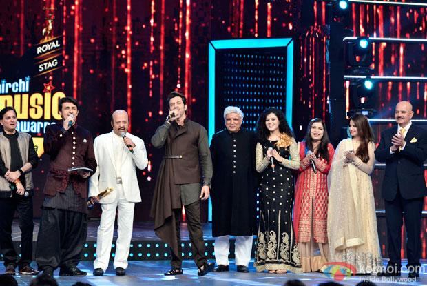 Salim Khan, Sonu Nigam, Rajesh Roshan, Hrithik Roshan, Javed Akhtar, Palak Muchhal, Sadhna Sargam and Rakesh Roshan at 8th Mirchi Music Awards