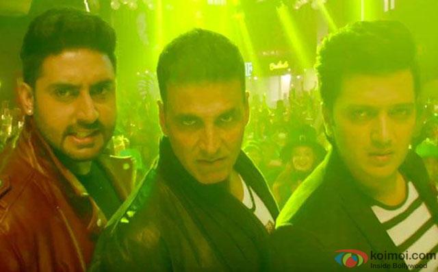 Abhishek Bachchan, Akshay Kumar and Riteish Deshmukh in a still from movie 'Housefull 3'