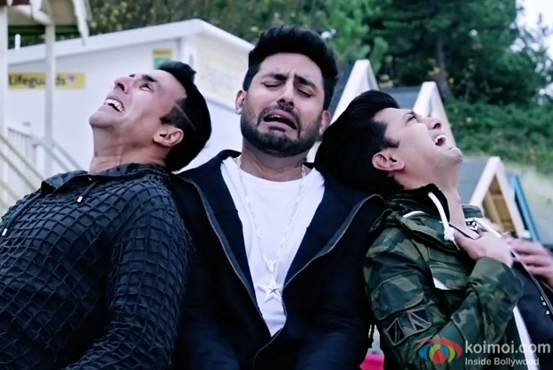 Akshay Kumar, Abhishek Bachchan and Riteish Deshmukh in a FAKE ISHQ song still from HOUSEFULL 3
