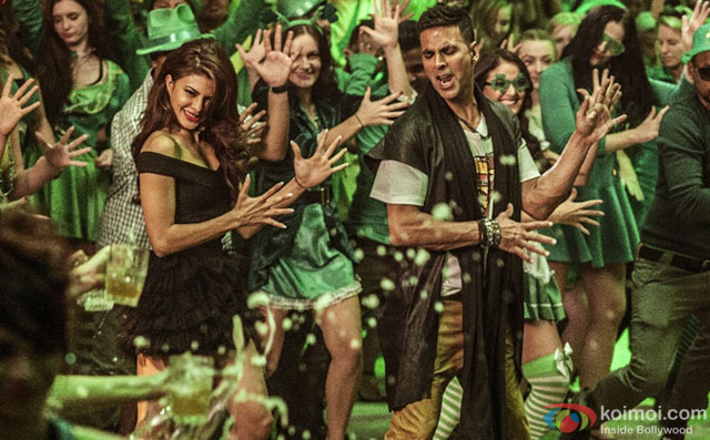 Jacqueline Fernandez and Akshay Kumar in a still from movie Housefull 3