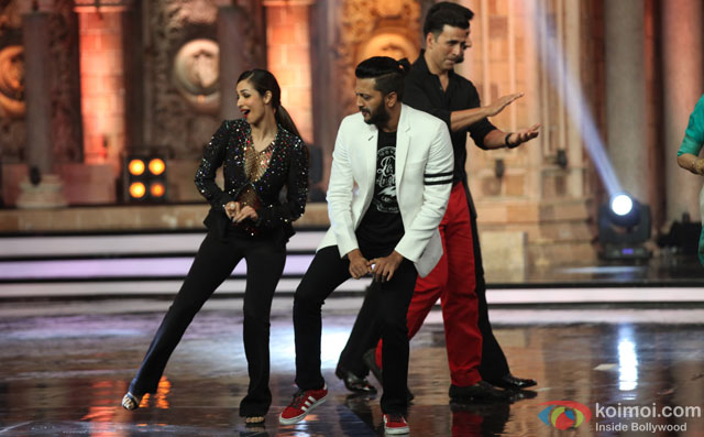 Malaika Arora Khan, Riteish Deshmukh and Akshay Kumar during the promotion of film 'Housefull 3' on the sets of 'India's Got Talent'