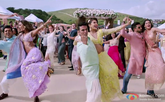 A still of Malamaal song from the movie Housefull 3