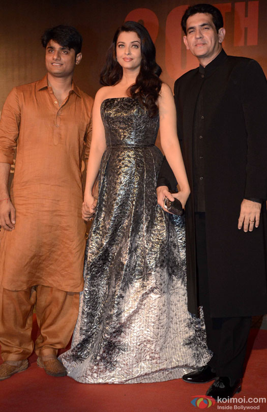 Aishwarya Rai Bachchan and Omung Kumar during the Premiere Of Film 'Sarbjit'