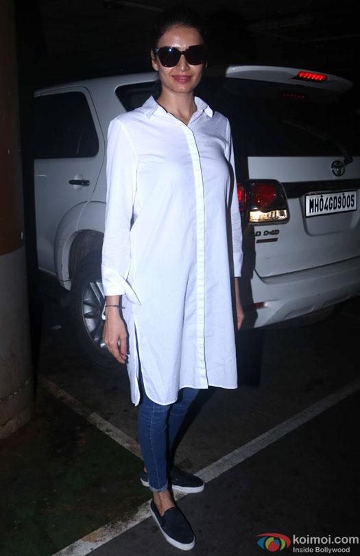 Karishma Tanna at airport leave for IIFA 2016