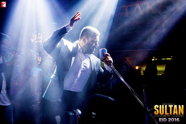 Catch Salman's Latest Still From 'Jag Ghoomeya' Song