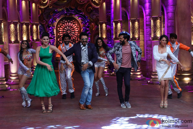 Ritesh Deshmukh, Vivek Oberoi, Urvashi Rautela, Puja Bose and Krishna on the sets of Comedy Nights Bachao