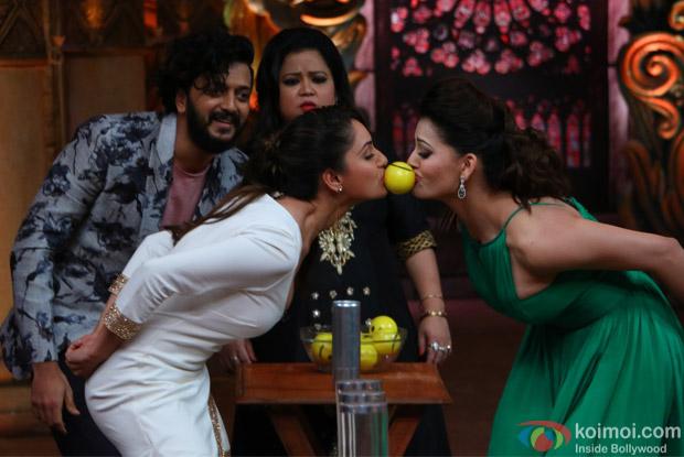 Ritesh Deshmukh, Urvashi Rautela, Bharti and Puja Bose on the sets of Comedy Nights Bachao