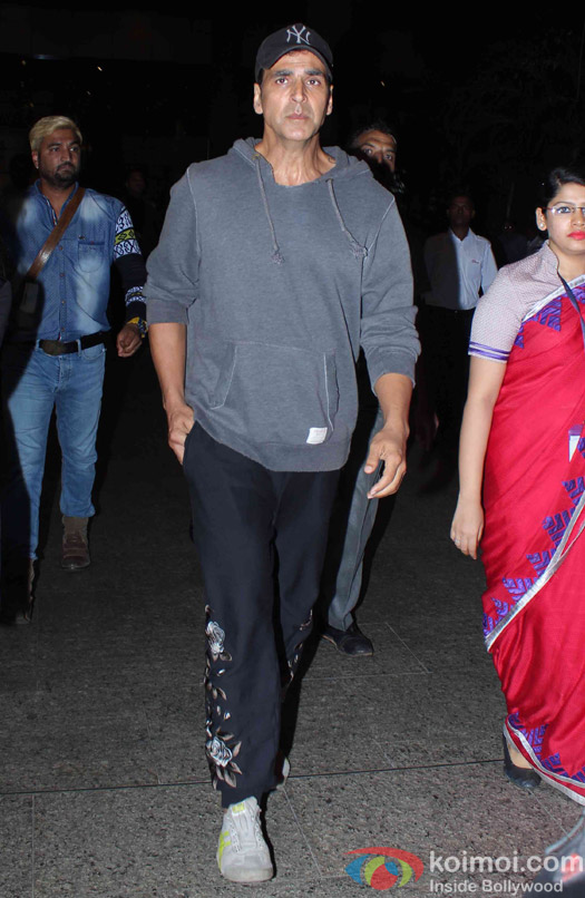 Akshay Kumar Spotted at Airport