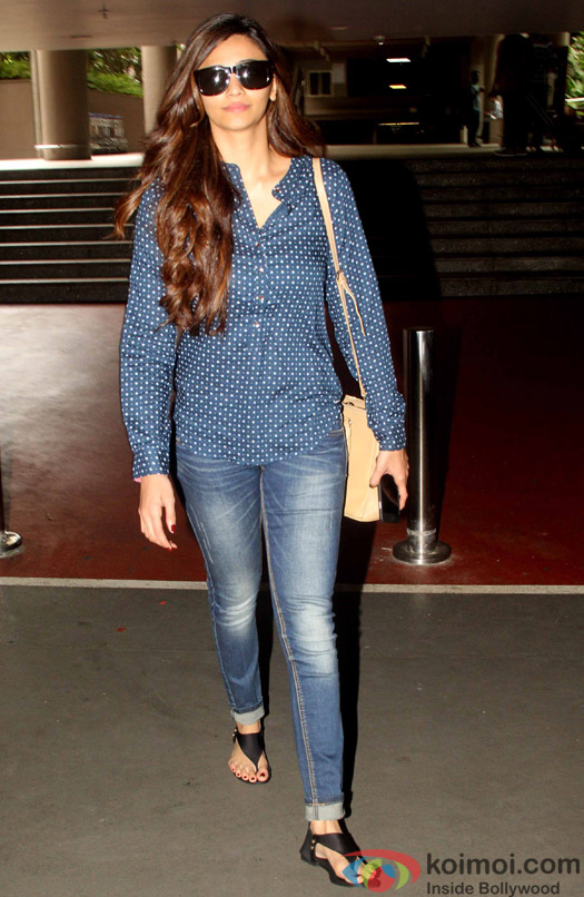 Daisy Shah Spotted at Airport