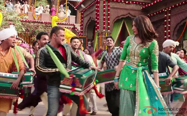 Salman Khan and Anushka Sharma in a Making of Baby Ko Bass Pasand Hai Song still from movie 'Sultan'