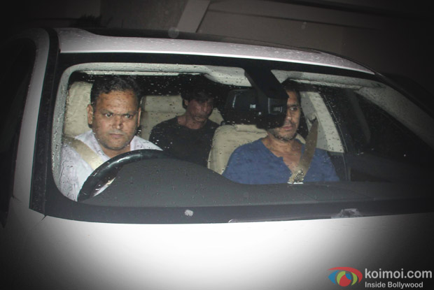 shahrukh Khan spotted at juhu