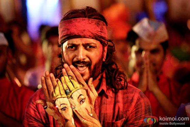 Riteish Deshmukh in a Bappa song still from Banjo
