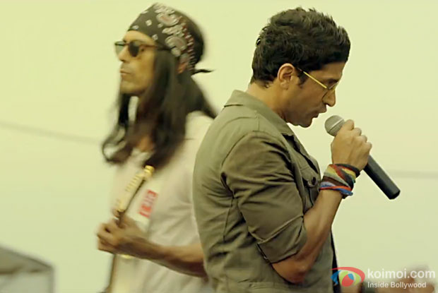 Arjun Rampal and Farhan Akhtar in a Jaago song still from Rock On 2