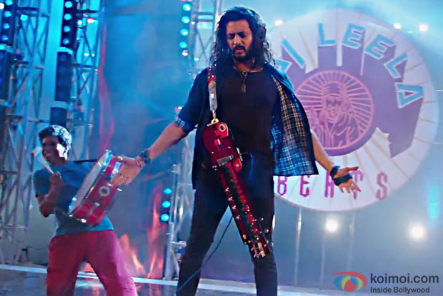 Riteish Deshmukh in a Om Ganapataye Namaha Deva song still from Banjo