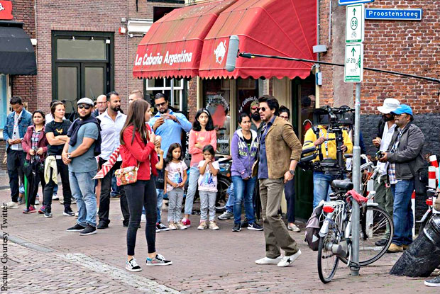 Anushka Sharma And Shah Rukh Khan On The Sets : The Ring