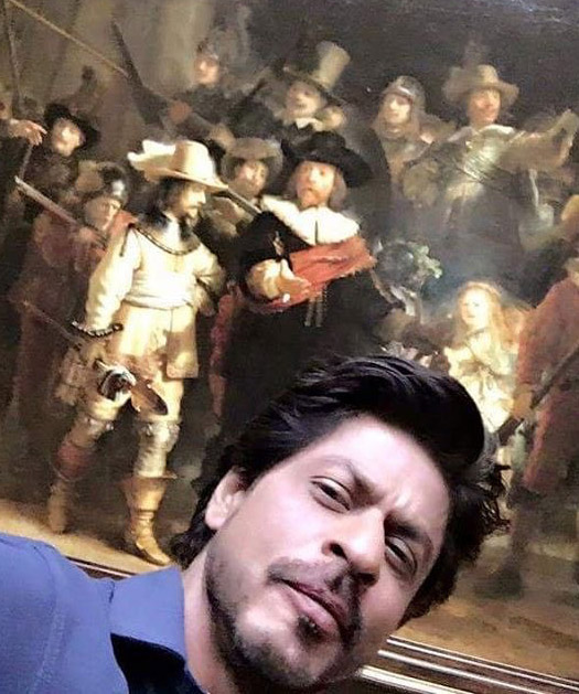 SRK poses with Rembrandt painting at Rijksmuseum