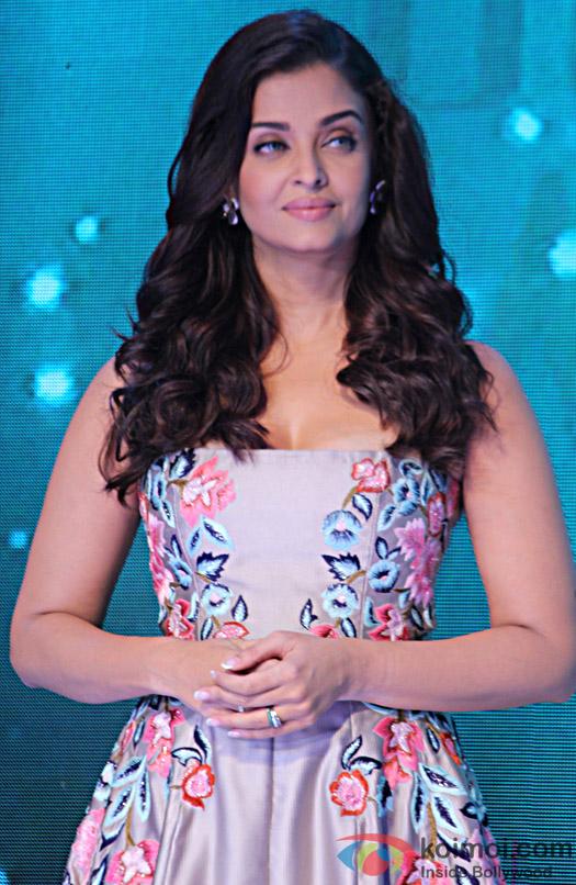 Aishwarya Rai Bachchan During the 7th outlook business outstanding Woman Award