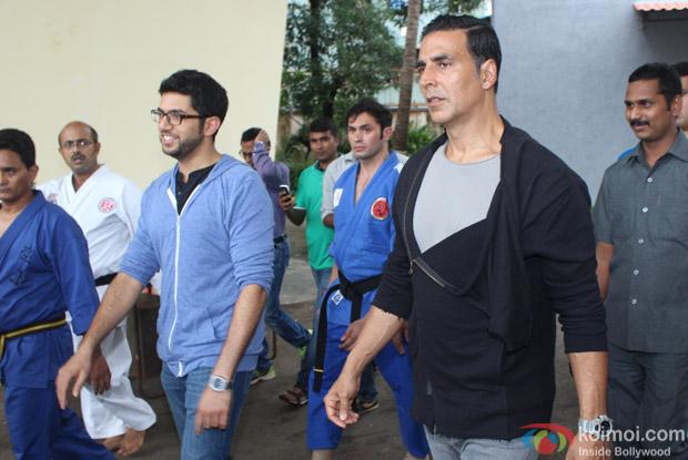 Akshay Kumar and Aditya Thackeray attend graduation ceremony of Women self defense center