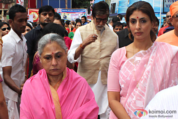 Amitabh Bachchan along with Jaya Bachchan and Shweta Bachchan Nanda attended a Durga pooja