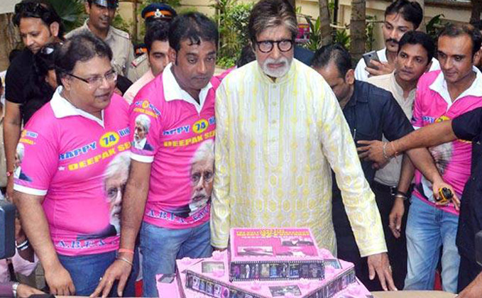 Amitabh Bachchan turns 74, gets jukebox from fans