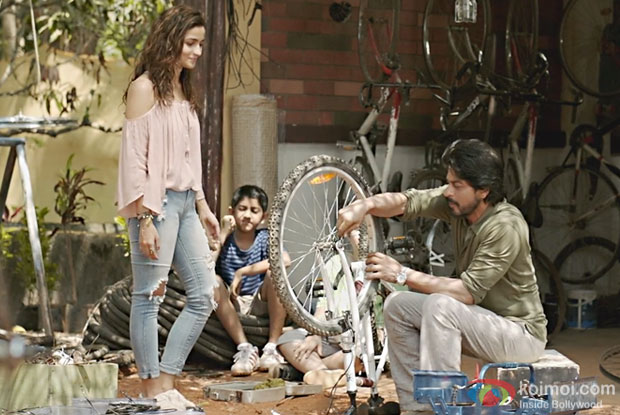 Dear Zindagi Teaser 2 | SRK And Alia Leave Us Thinking If People Too Can Be Recycled!
